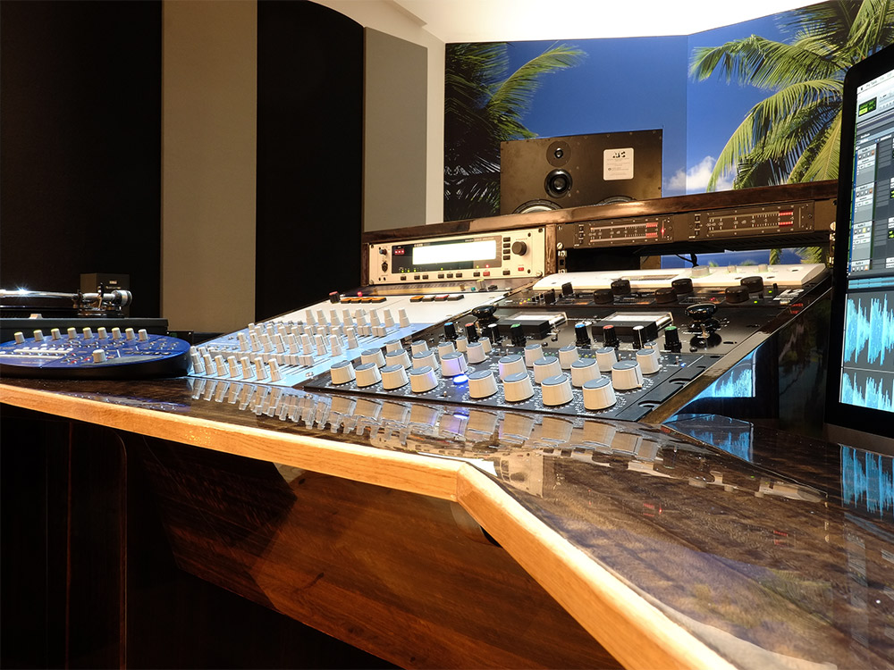 Lacquer cutting mixing console